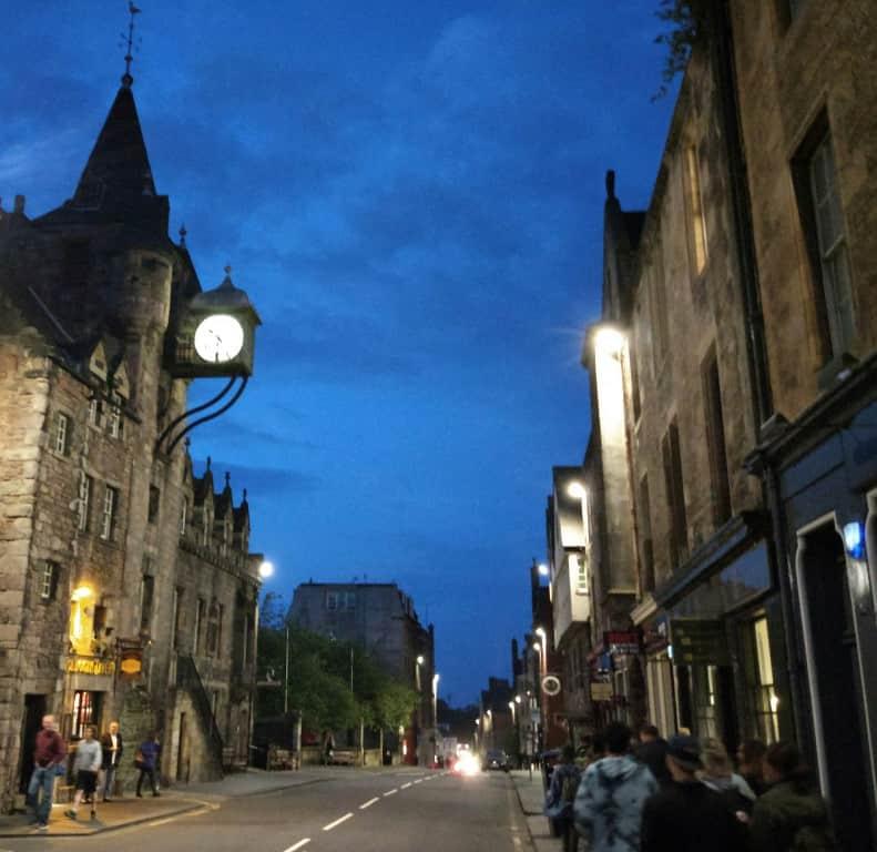 A ghost tour through Edinburgh