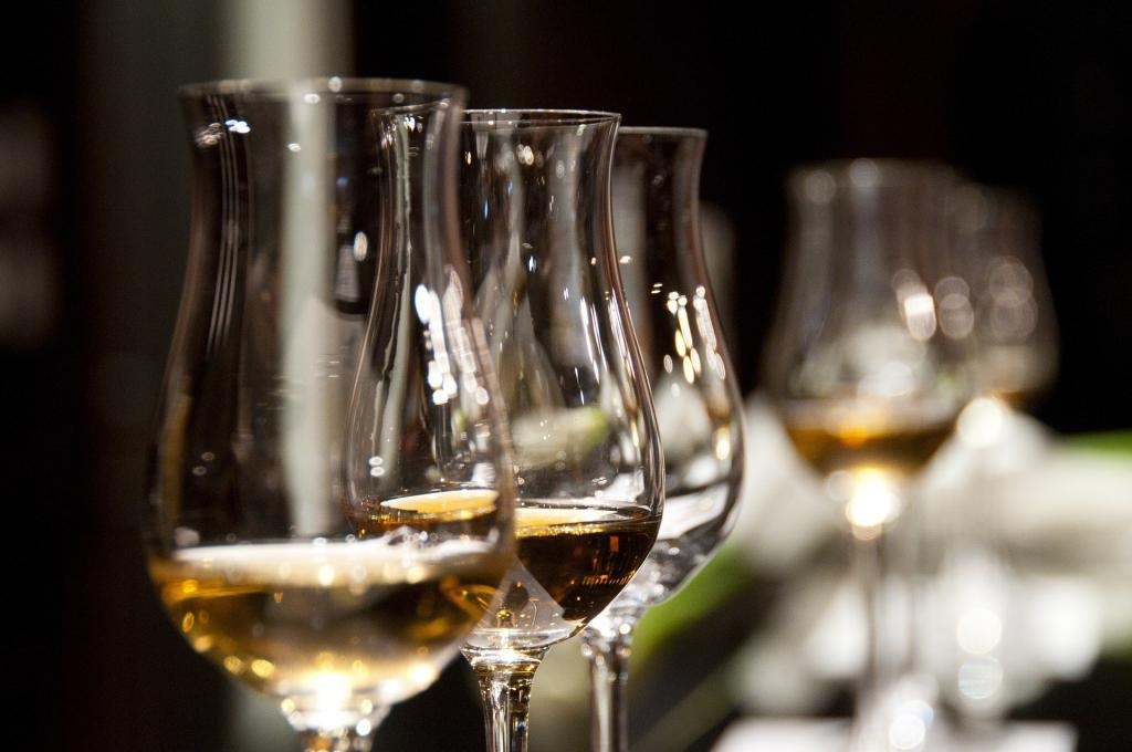 Wine glasses, New Zealand