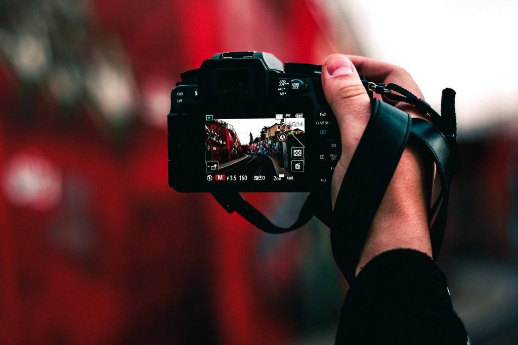 DSLR cameras for street photography