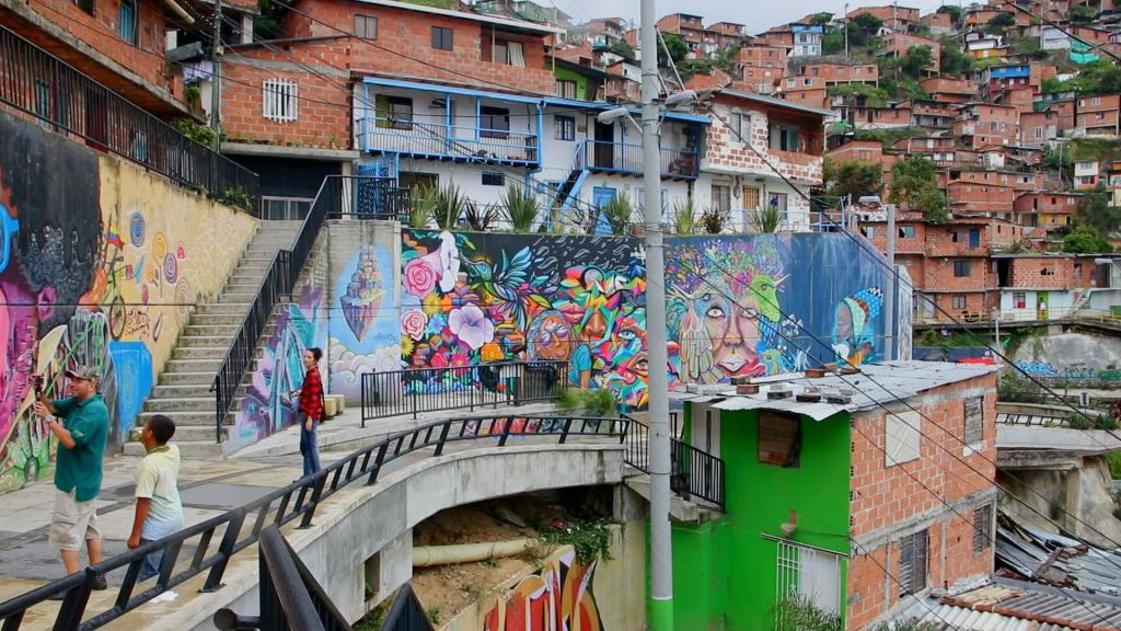 Medellin neighborhoods - Comuna Trece