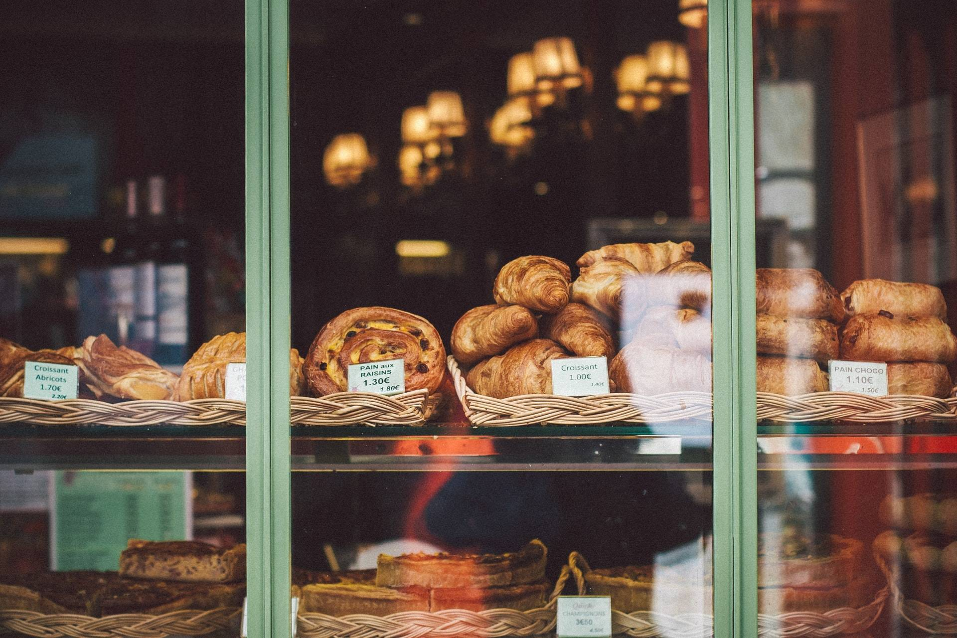 Croissants inParis for foodie travelers